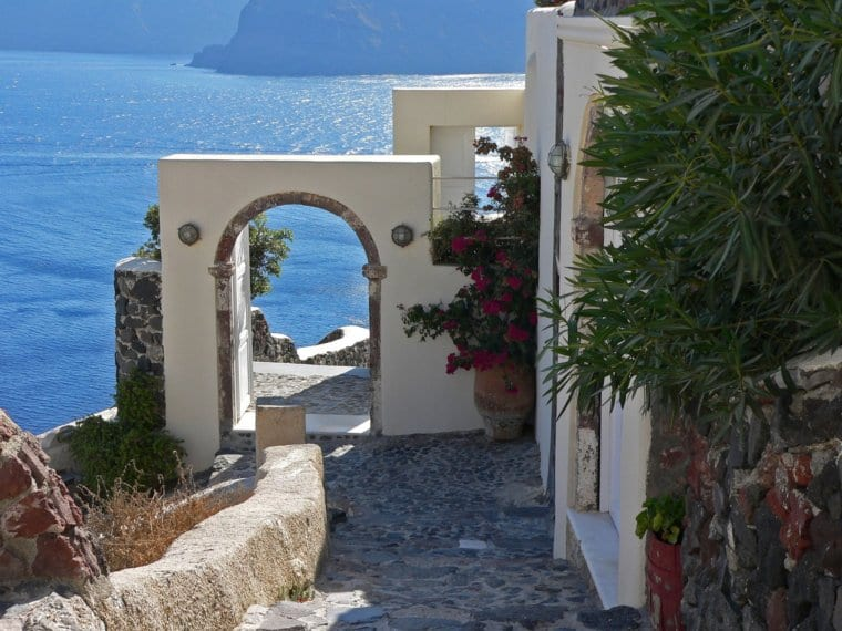 The Best Santorini Experiences For Solo, Couple and Family Travelers