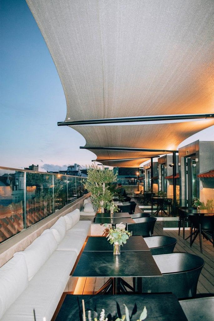 The rooftop bar at the Lumiares at night