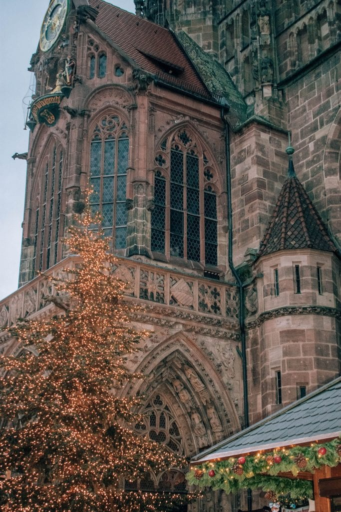 A Christmas tree in front of a church in Nuremberg