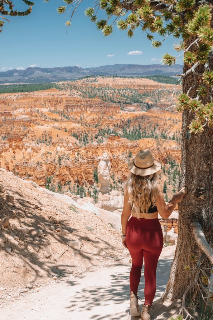A woman doing a hike in Bryce Canyon National Park