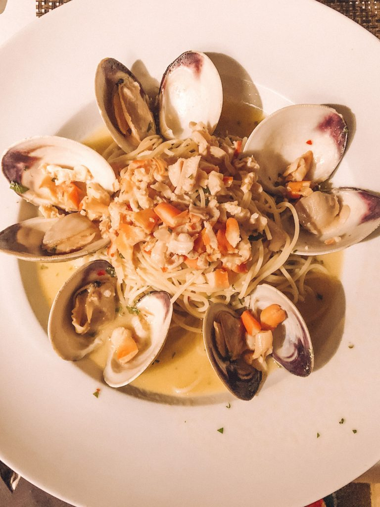 Linguine and white clam sauce