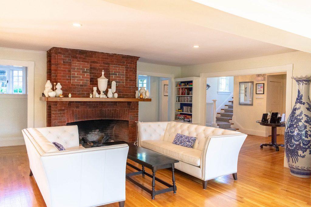 The living room inside Nobnocket Inn in Martha's Vineyard
