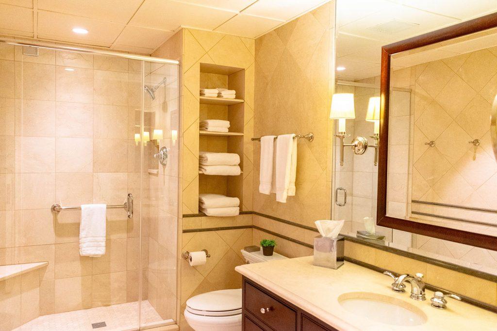 A bathroom at the Inns of Aurora