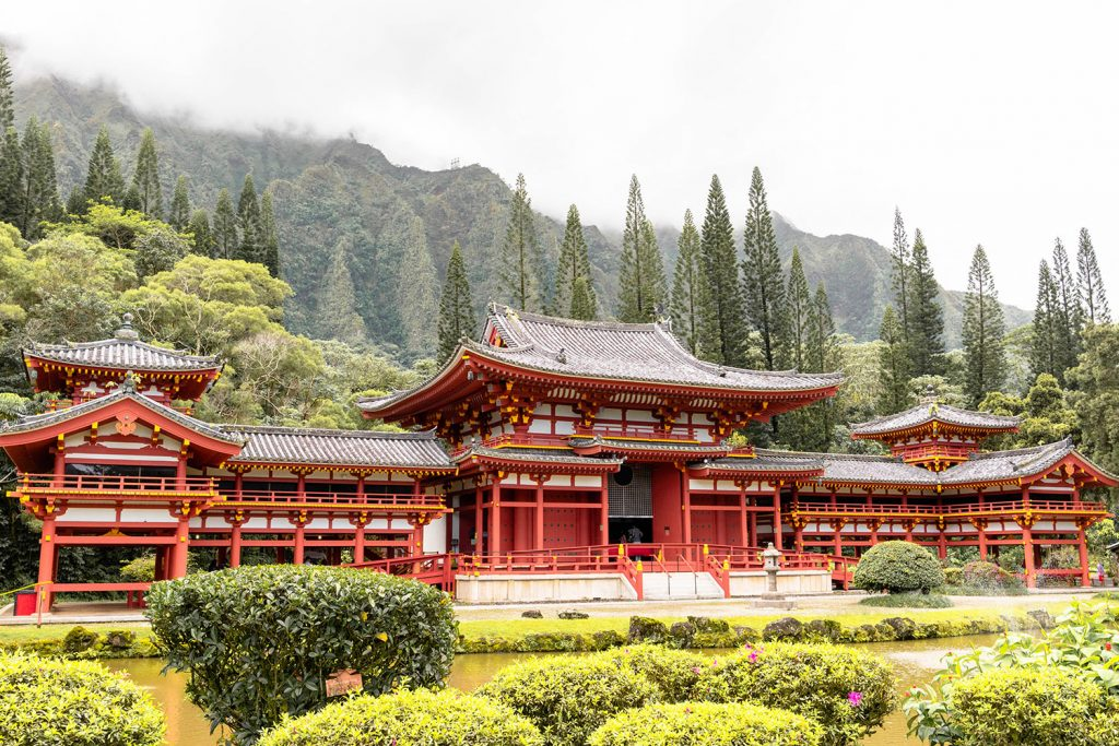 Visiting Byodo-in Temple in Oahu - one of the best things to do