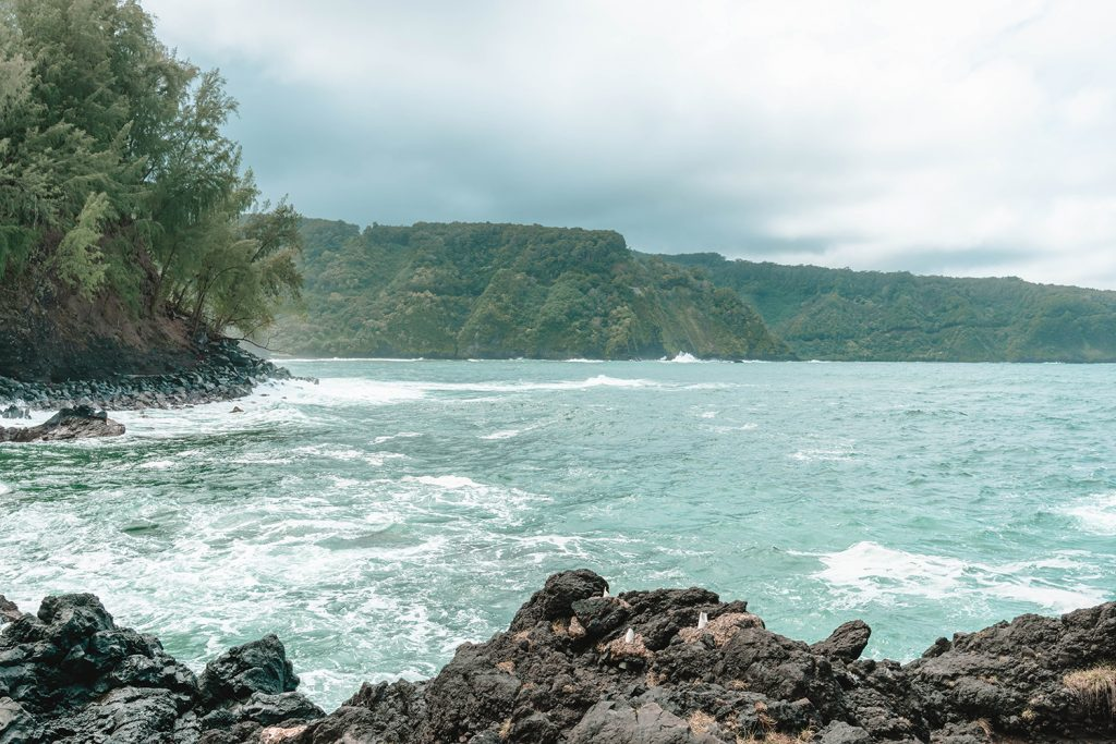 Cliff views on Road to Hana in Maui