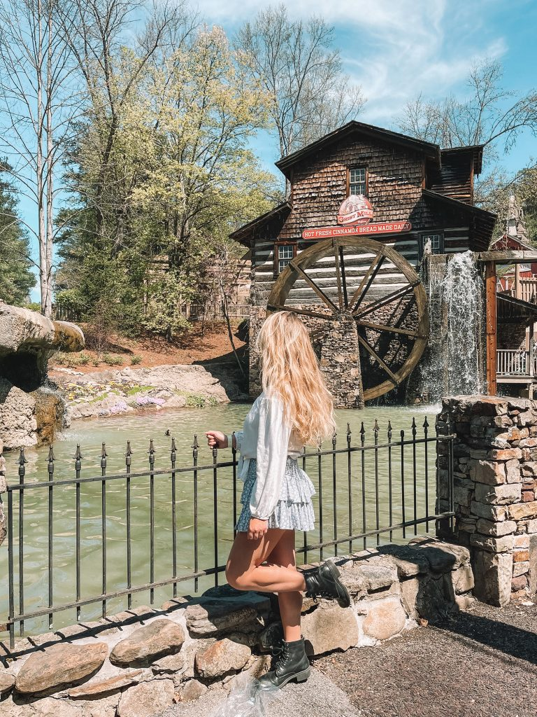 A woman enjoying Dollywood during 3 days in Pigeon Forge and Great Smoky Mountains