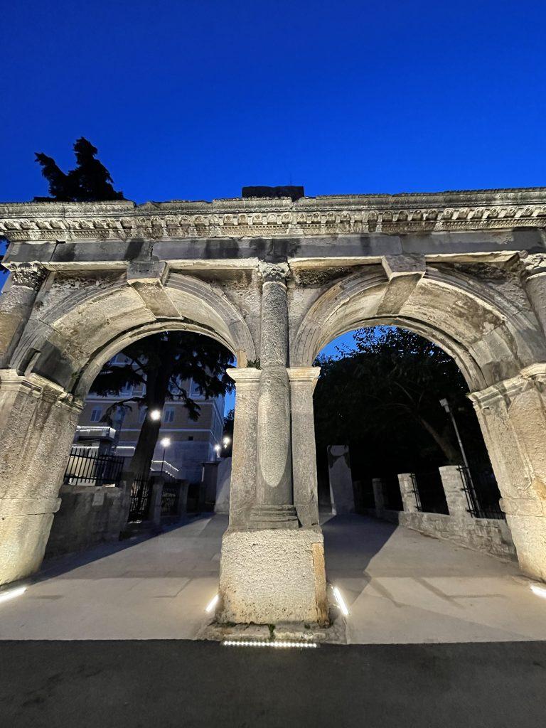 Exploring the Roman Twin Gate